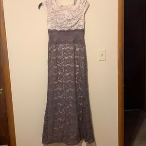 Adrianna Papell maxi dress. Taupe and cream size 6